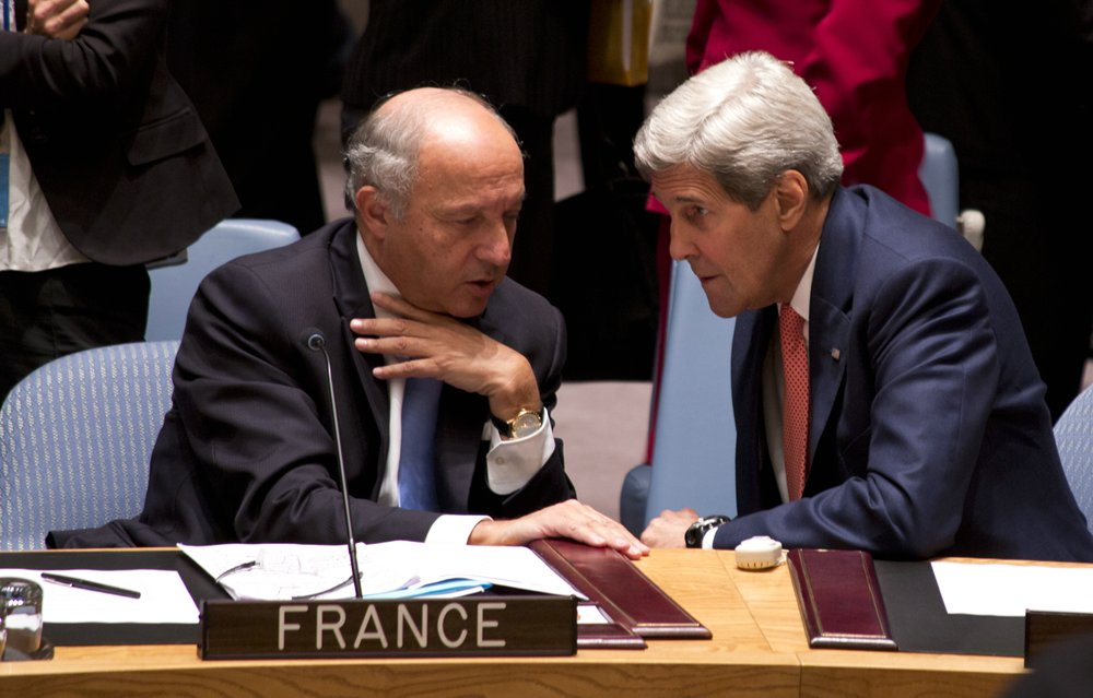 _John-Kerry_Laurent-Fabius_80_Politics__rs