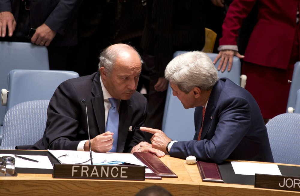 _John-Kerry_Laurent-Fabius_931_Politics__rs