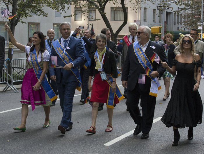 "Fifth Avenue, New York, USA, 19 of September 2015 - Grand Marshal Klaus Wowereit (2ND from left) Ex-Governing Mayor of Berlin, Contessa Brewer ( L) Emmy award-winning television news anchor, Actor and Grand Marshel John Ratzenberger (2nd from R) from ÒCheers"" along with wife Julie Blichfeldt (R) participated today on the 58th German-American Steuben Parade in New York City. Credit: Luiz Rampelotto/EuropaNewswire"
